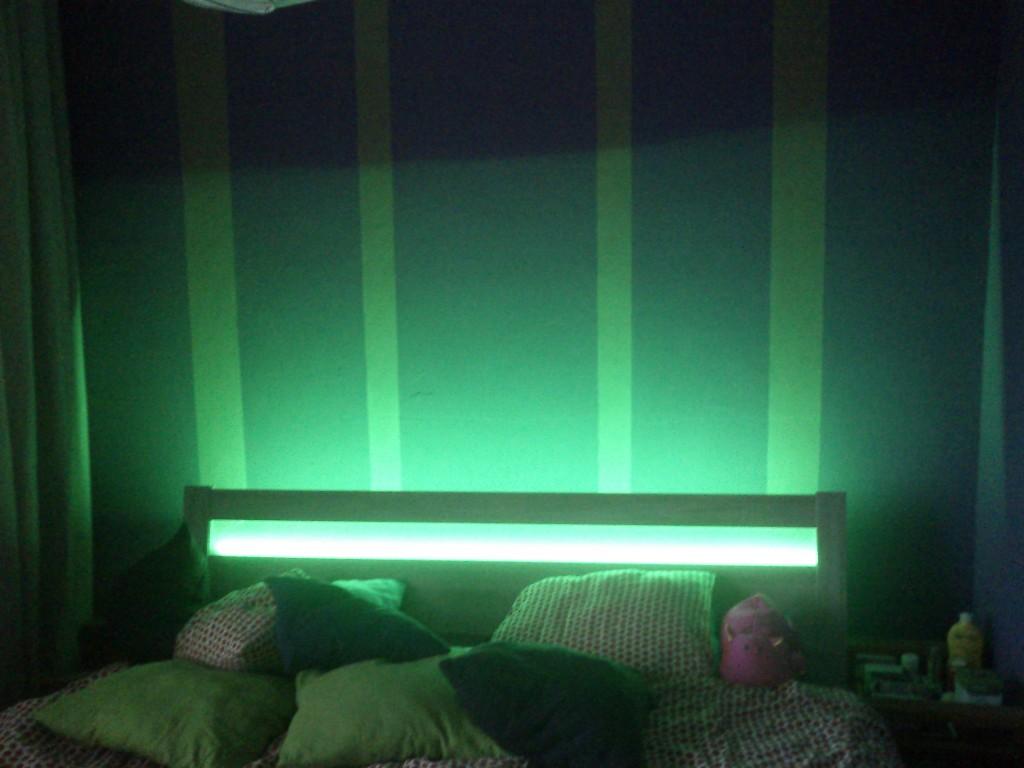 Podsvícení postele